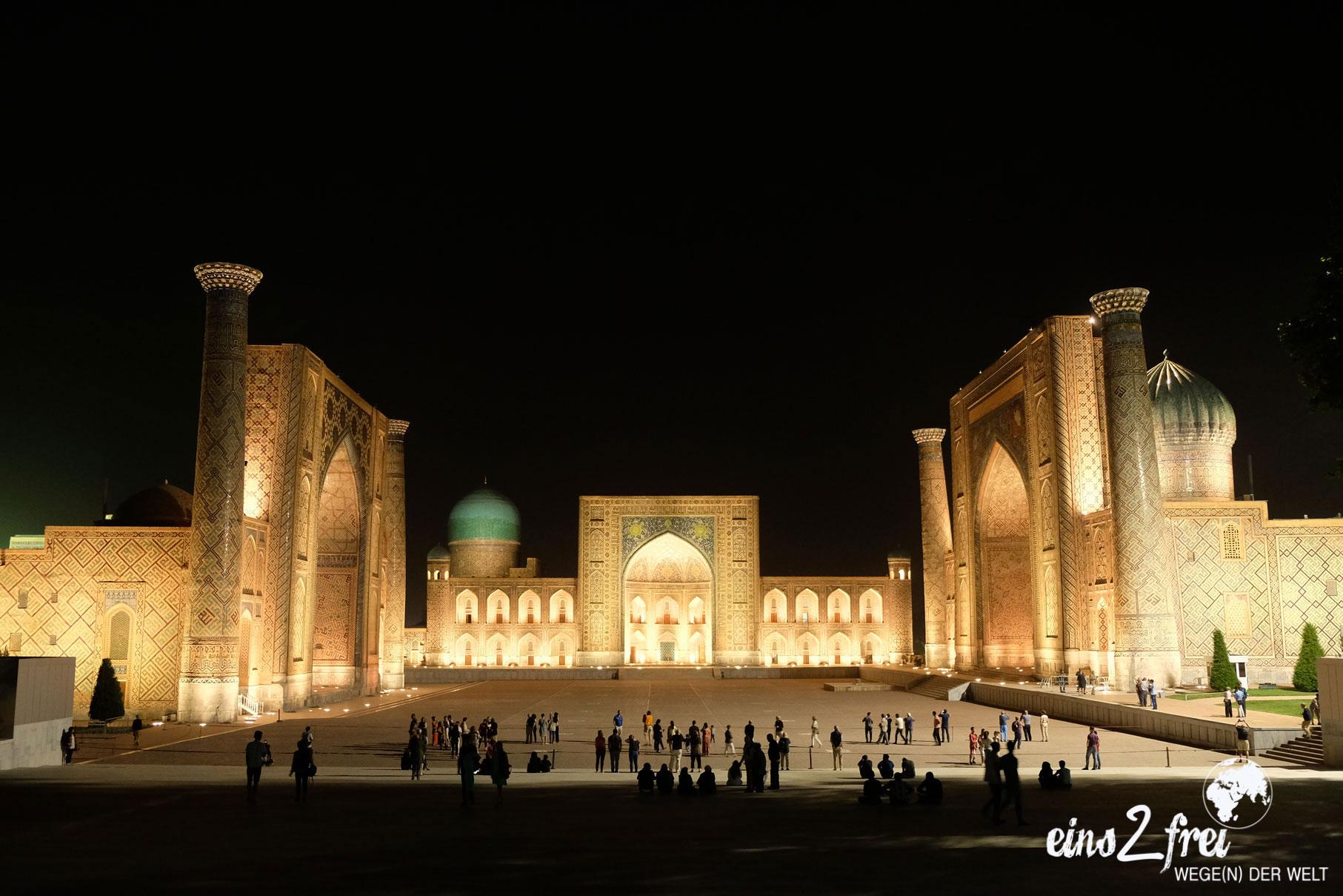 Registan in Samarkand bei Nacht