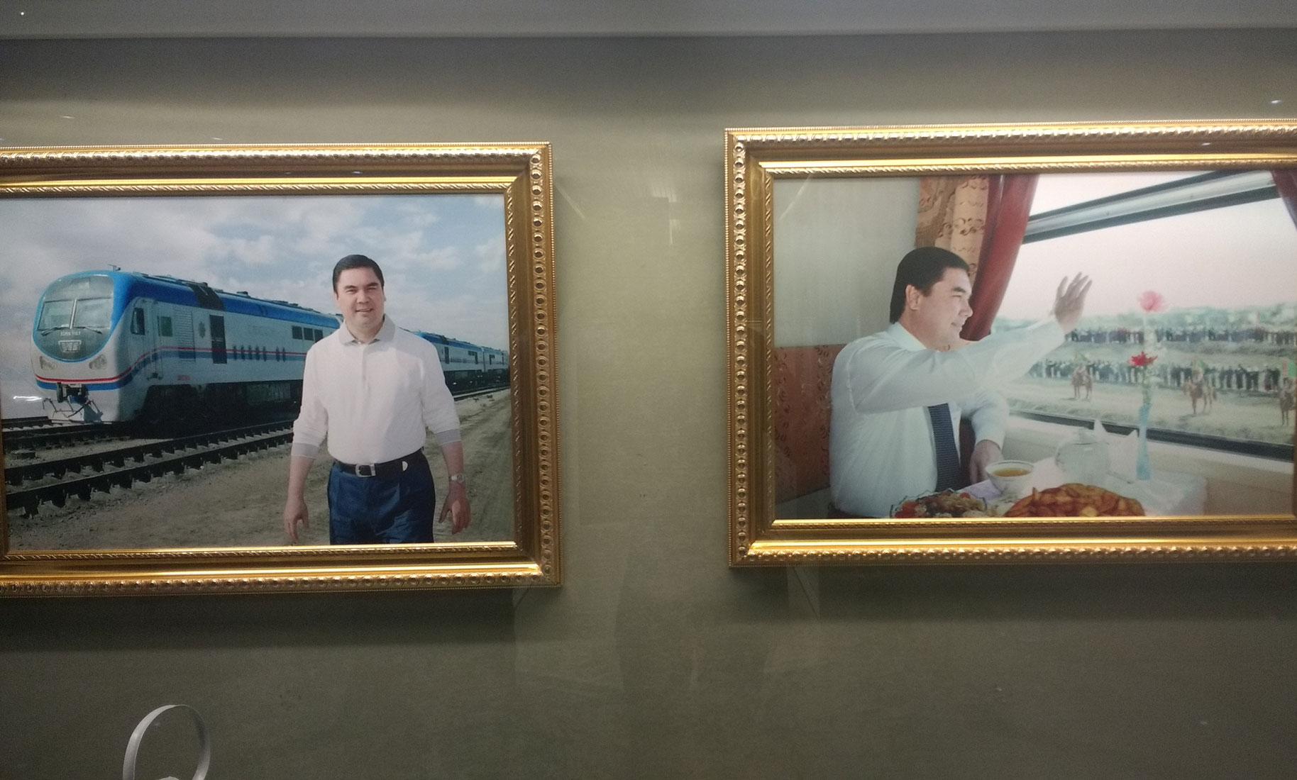 Zwei Bilder vom turkmenischen Präsident Gurbanguly Berdimuhamedow