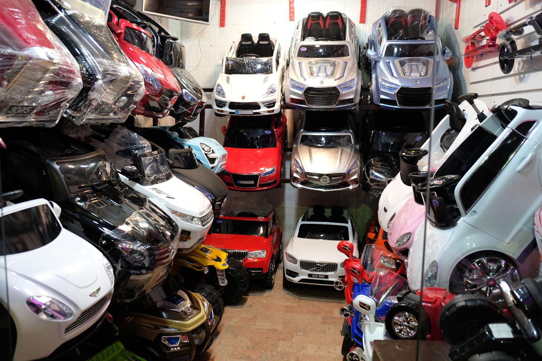 Miniaturautos in einem Geschäft