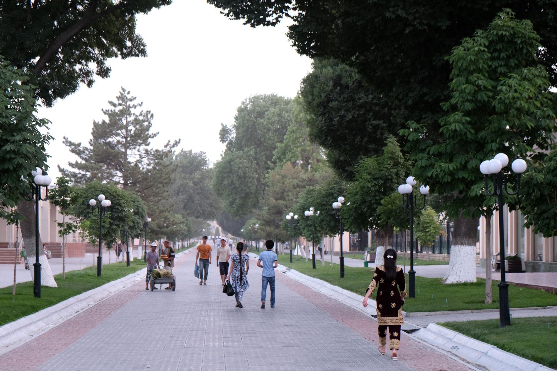 Fußgängerzone in Samarkand in Usbekistan