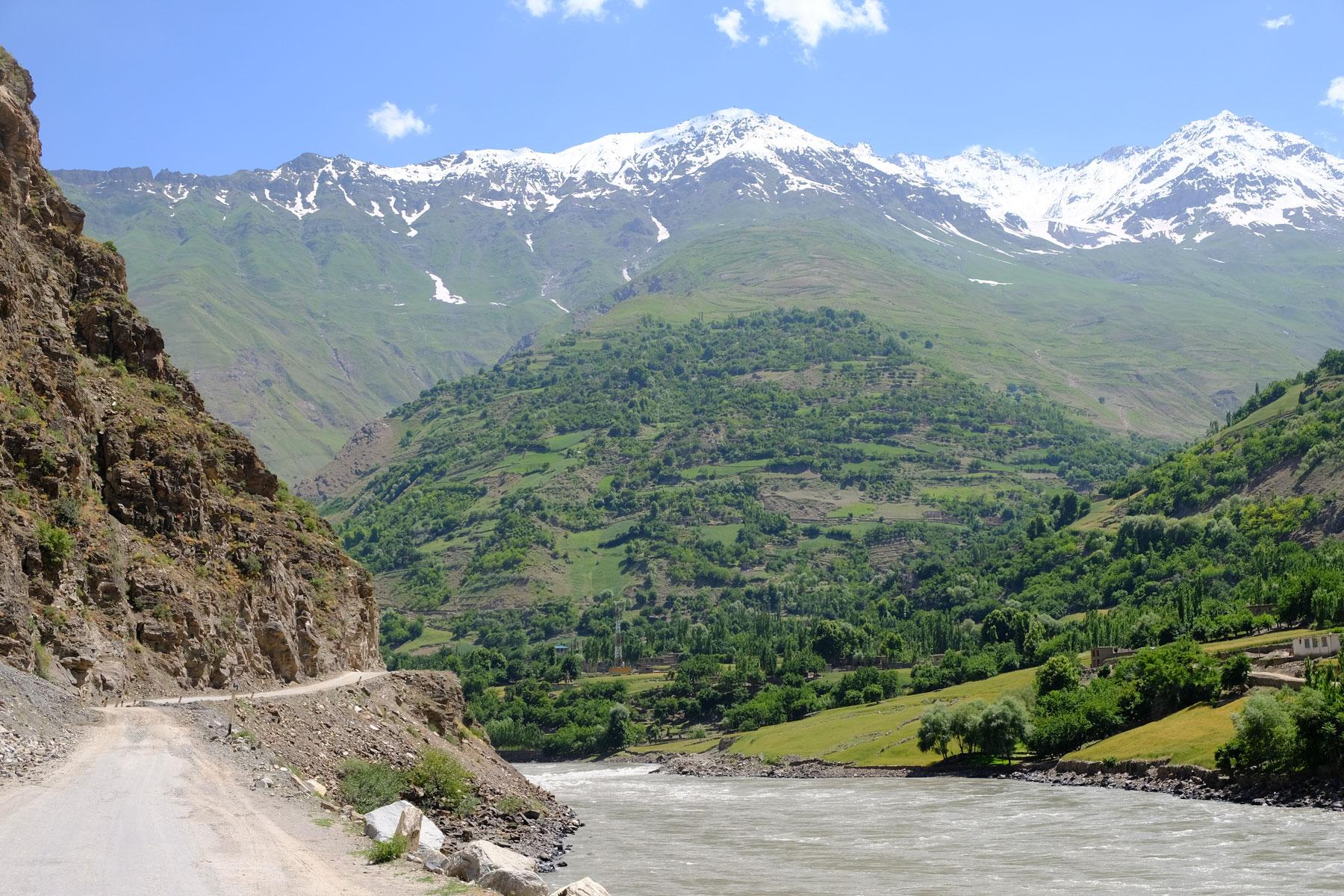 Der Panj Fluss mit Blick auf Afghanistan.