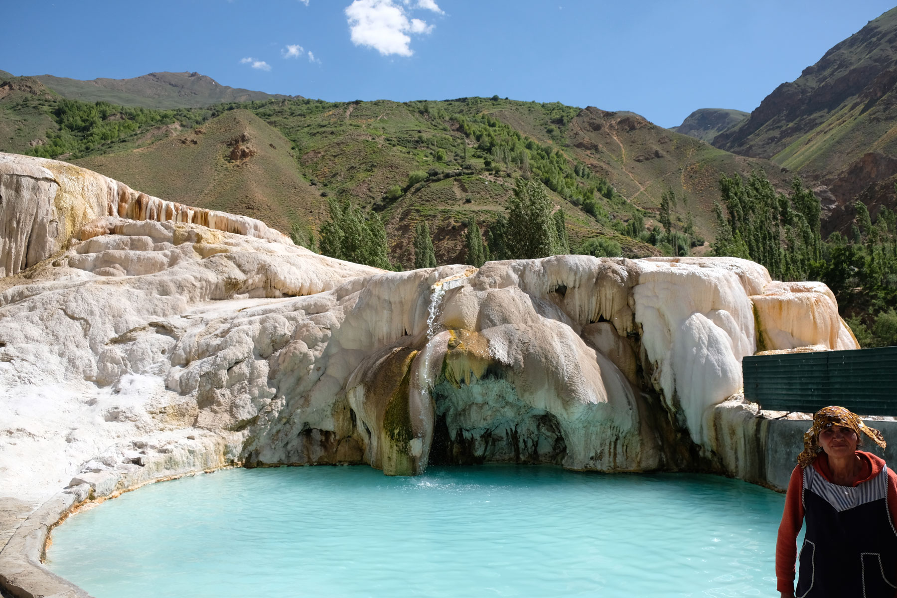 Schwimmbecken in den heißen Quellen von Garm Chashma.