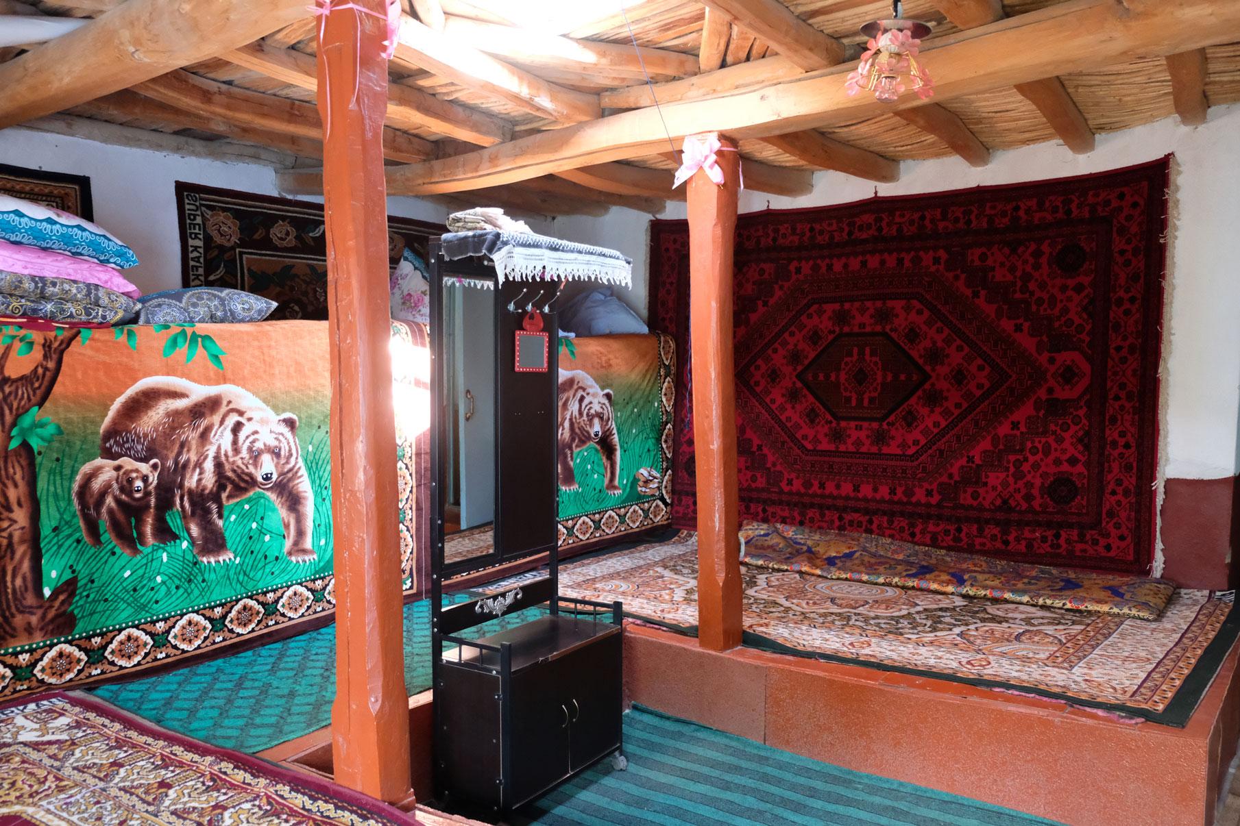 Wohnzimmer in einem Pamirhaus.
