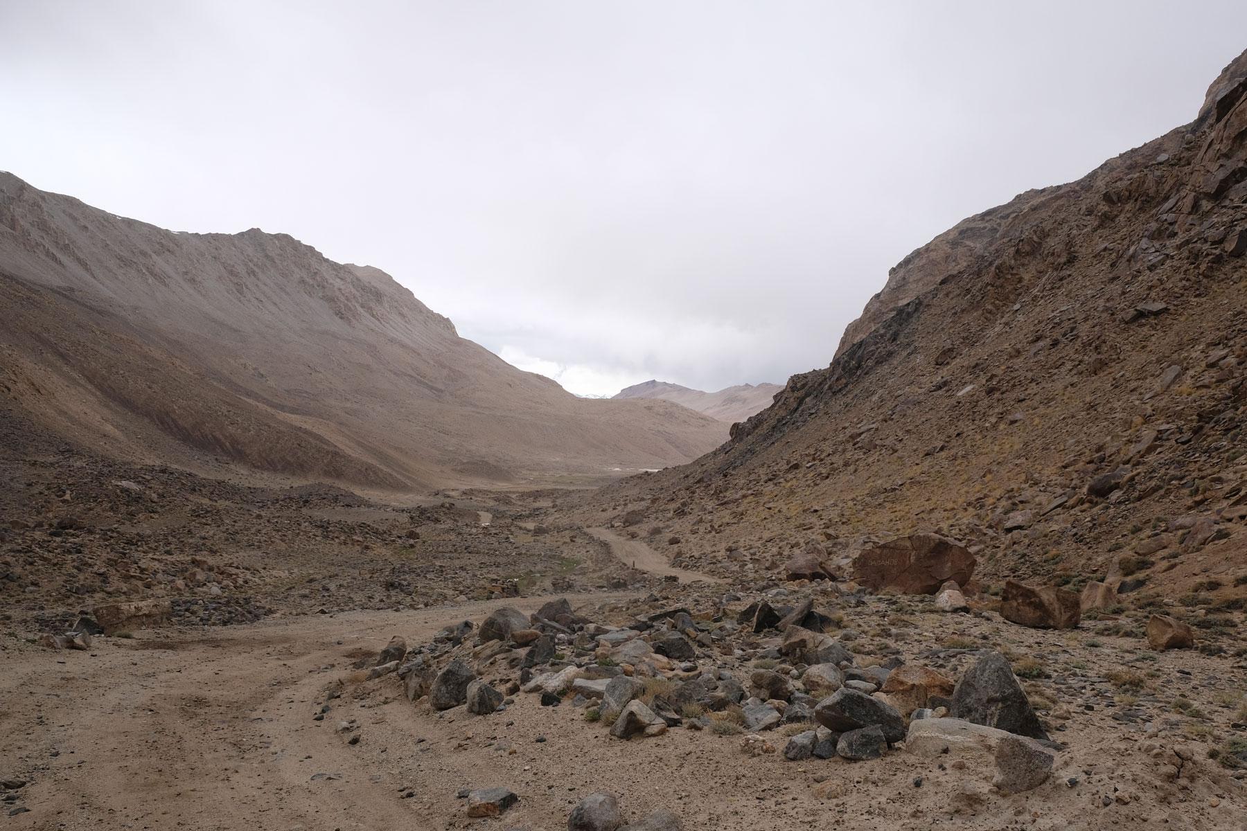 Geröllstraße auf dem Pamir Highway.