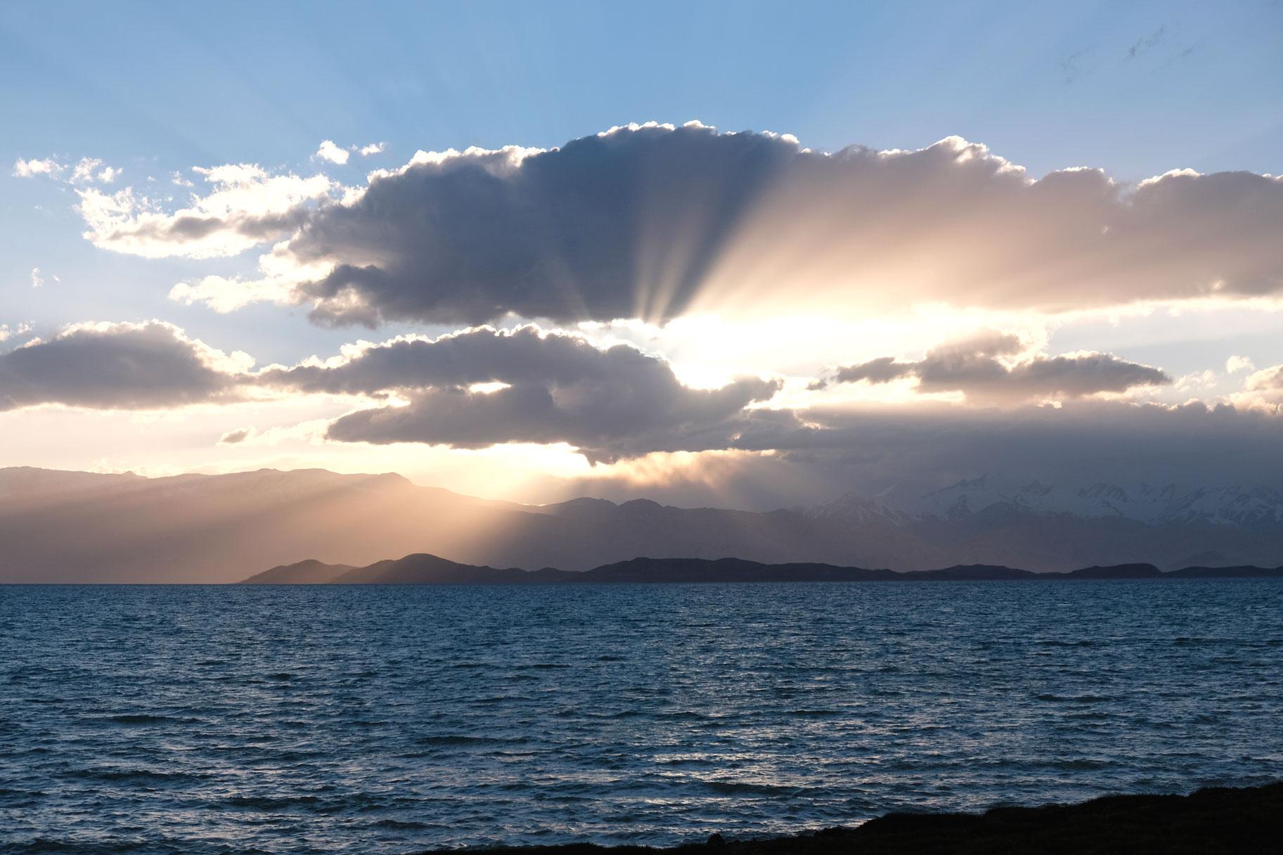 Sonnenuntergang über dem Karakul See.