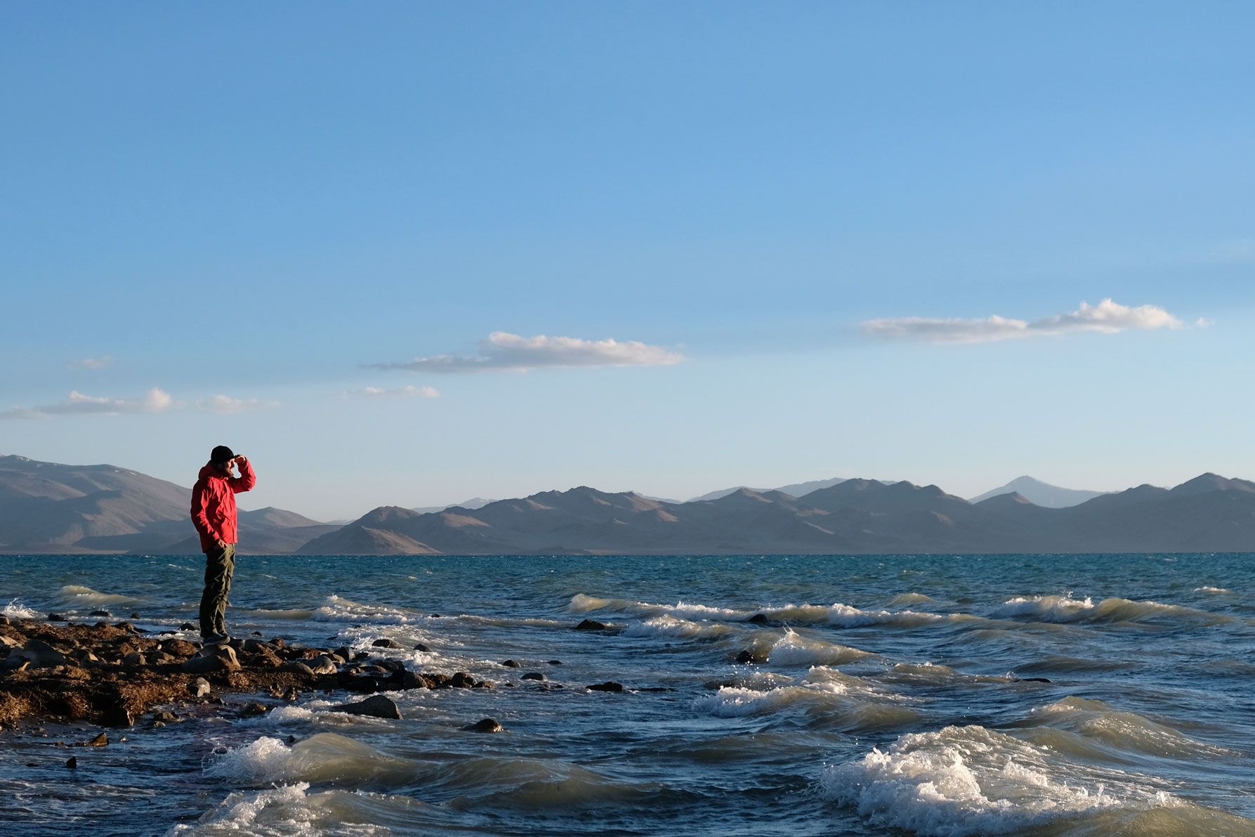 Sebastian am Ufer des Karakul-Sees.