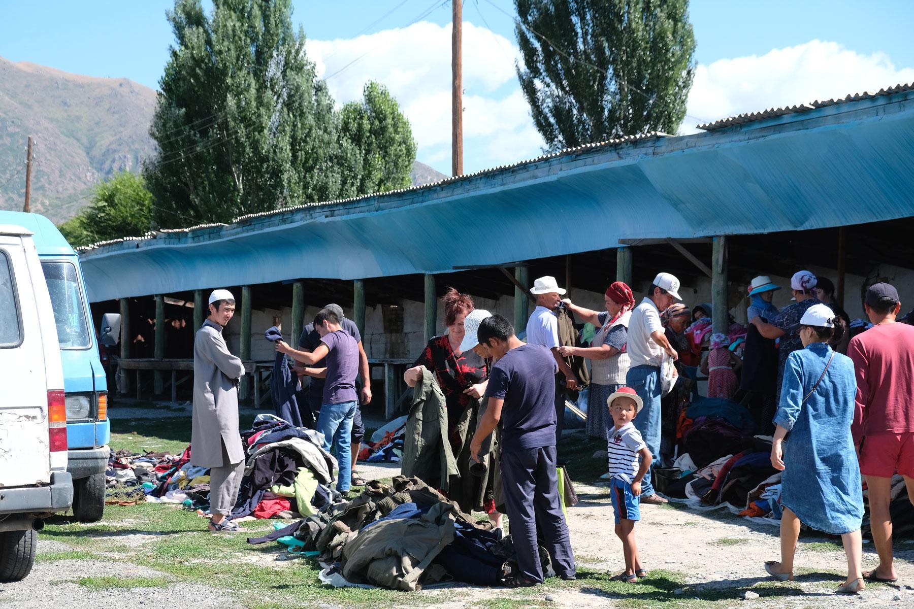 Sonntagsmarkt in Grigorievka.