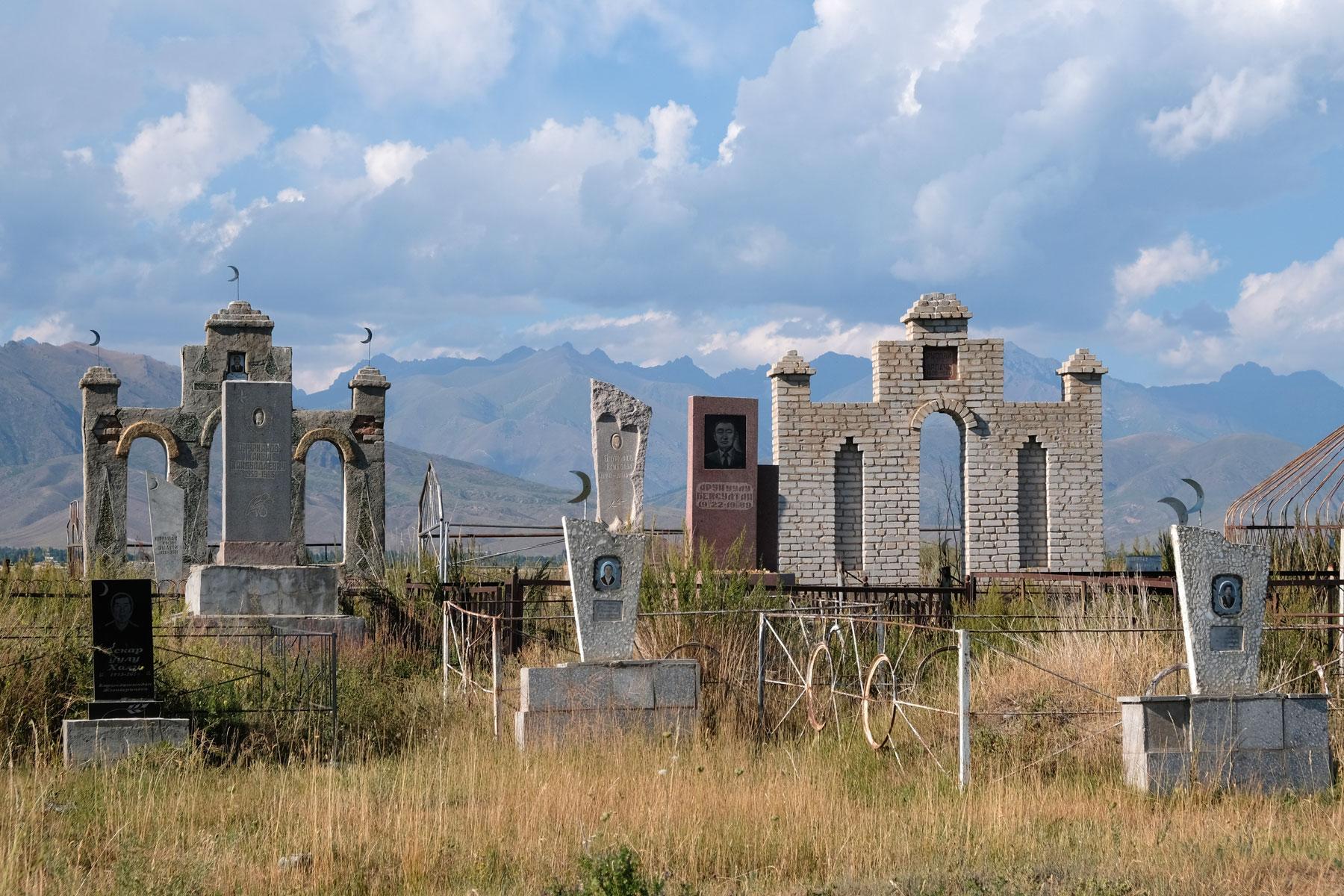 Ein kirgisischer Friedhof.