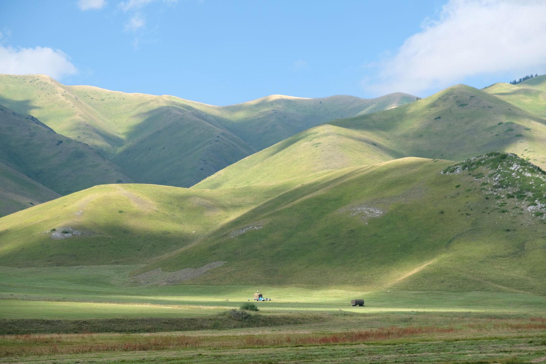 Wir fahren durch das bildschöne Karkara Tal