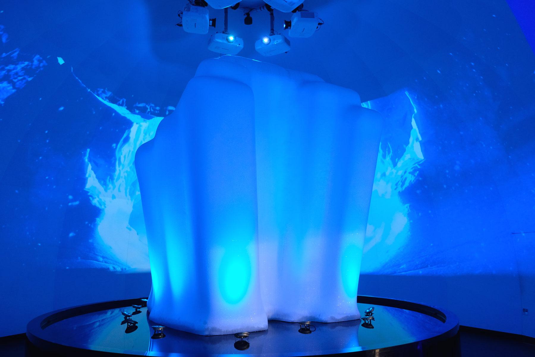 Ein Eisblock aus der Arktis im russischen Pavillon auf der Expo 2017 in Astana.