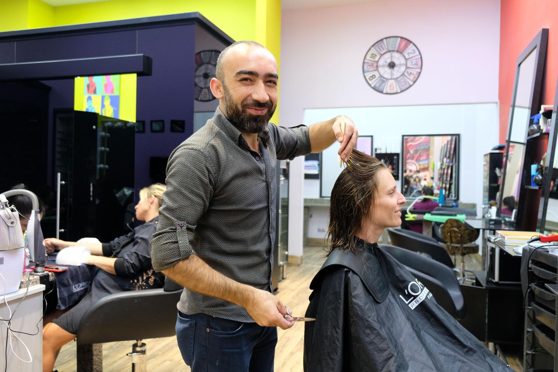 Leo beim Friseur.