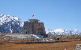 Chinesisches Grenzgebäude am Kunjerab-Pass.