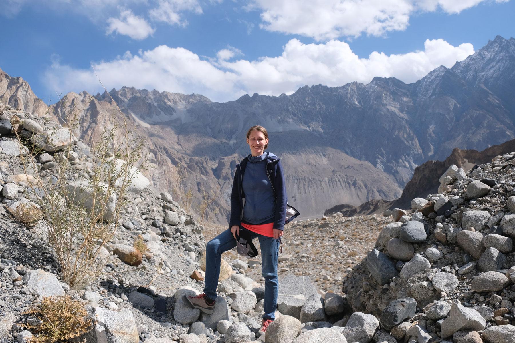 Leo in den Bergen des Karakorum.
