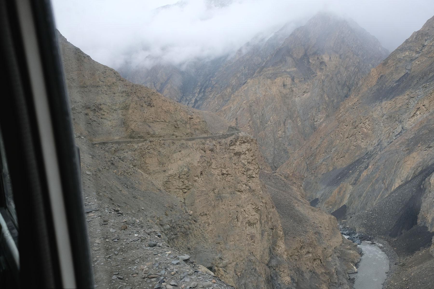 Schlucht im Karakorumgebirge.
