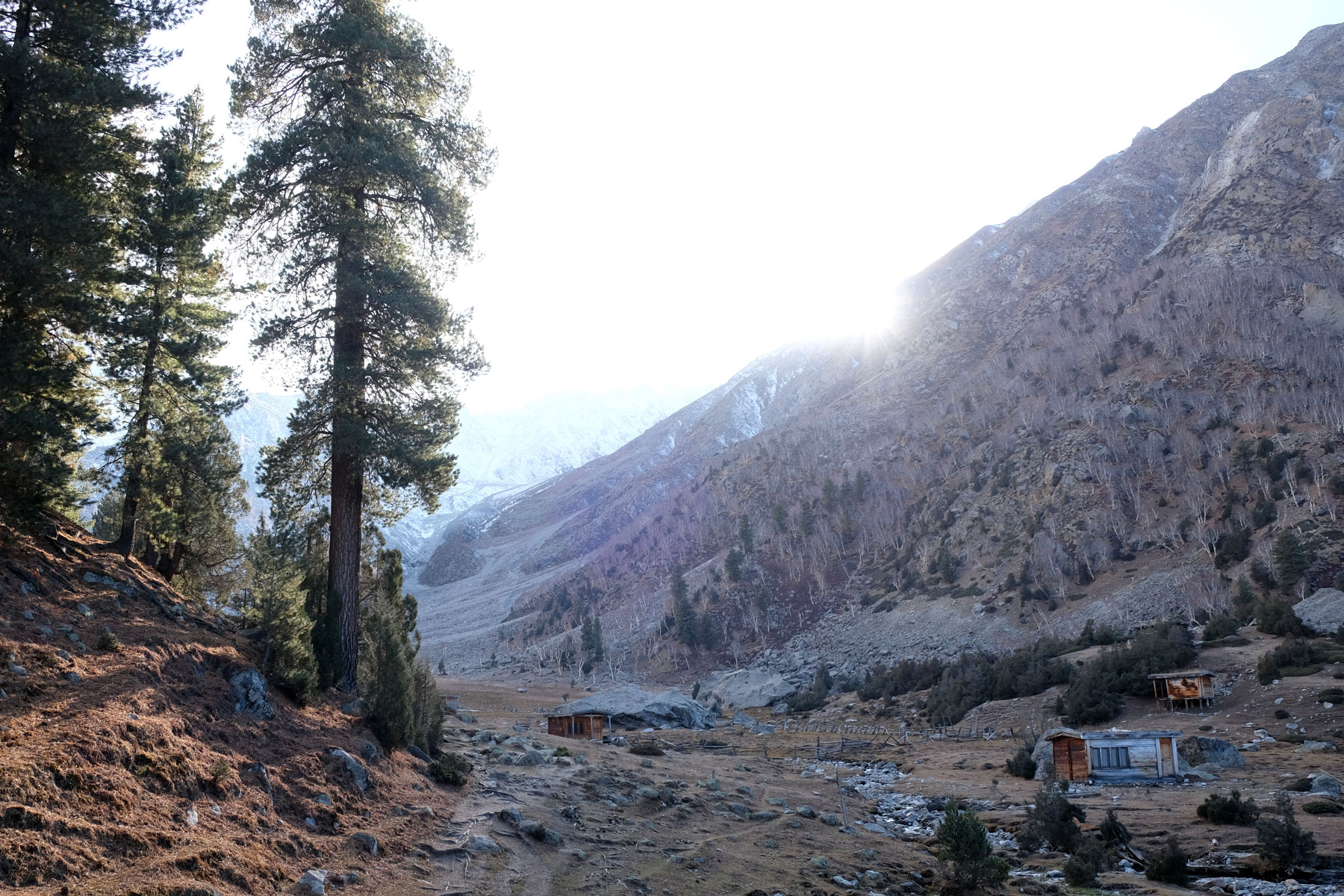 Hütten im Gebirge.