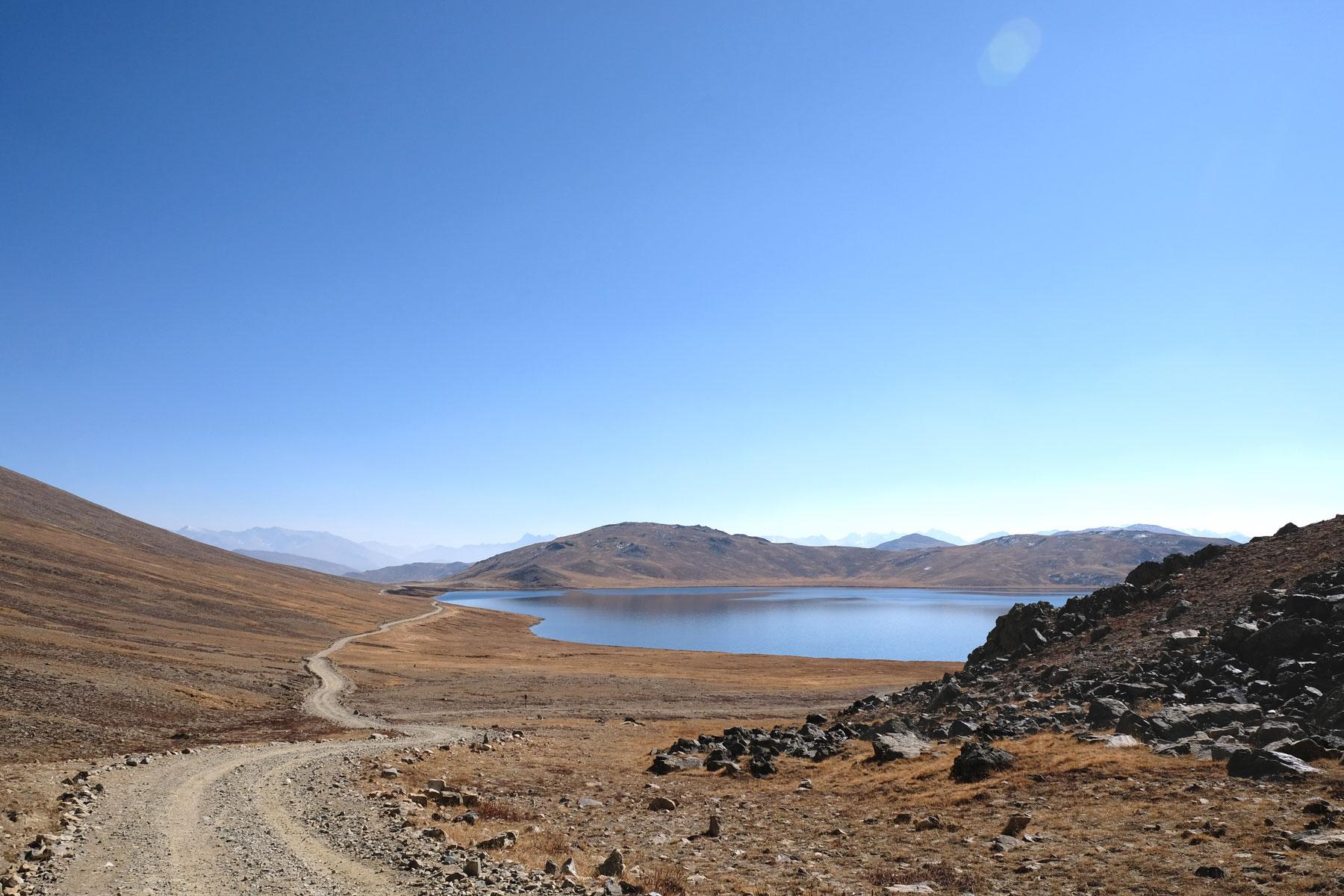 Sheosar See auf den Deosai Plains.