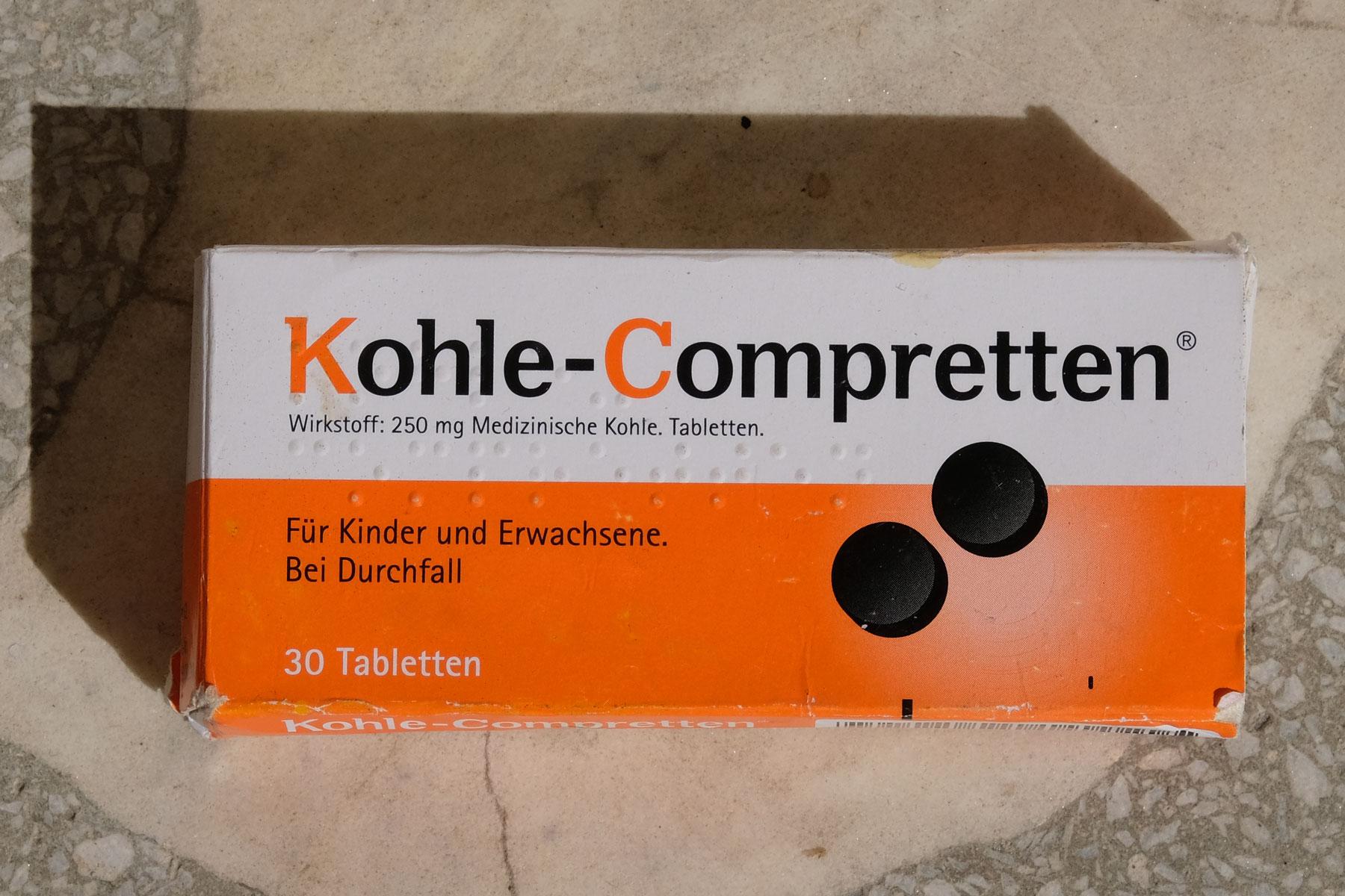 Eine Packung Kohle-Compretten gegen Durchfall.