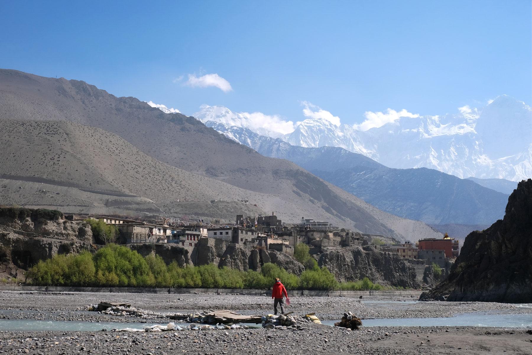 Das beeindruckende Flussbett des Kali Gandaki mit einem aktuell recht kleinem Fluss vor Kagbeni