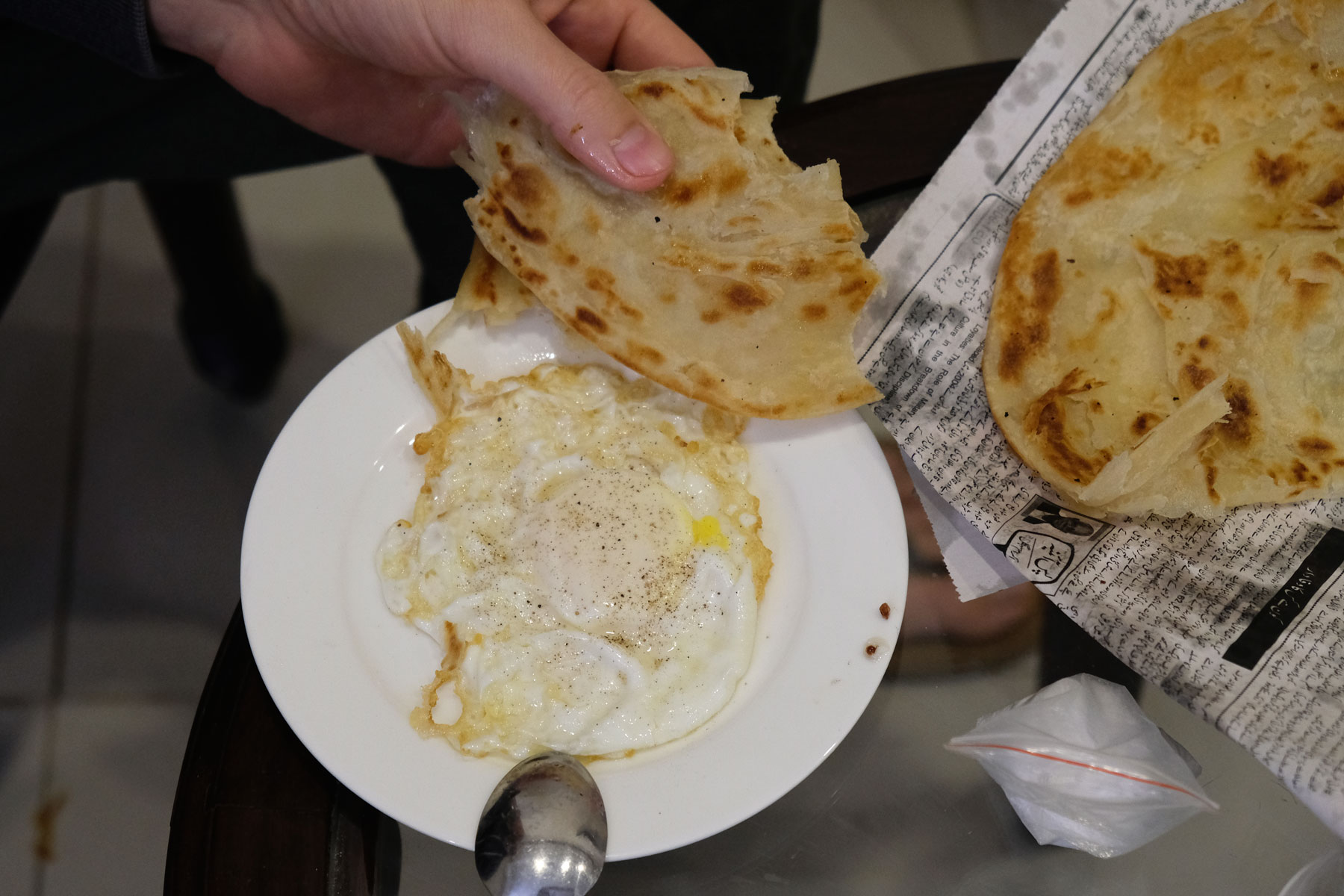 Spiegelei und pakistanisches Paratha.