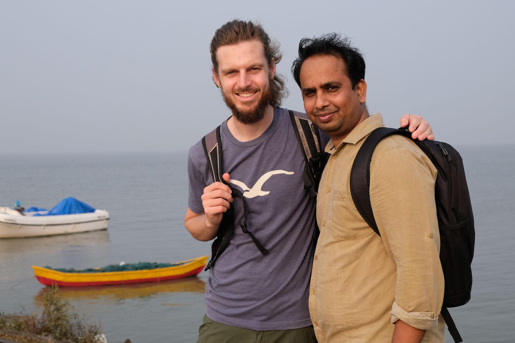 Sebastian mit Dheeraj auf Elephanta Island.