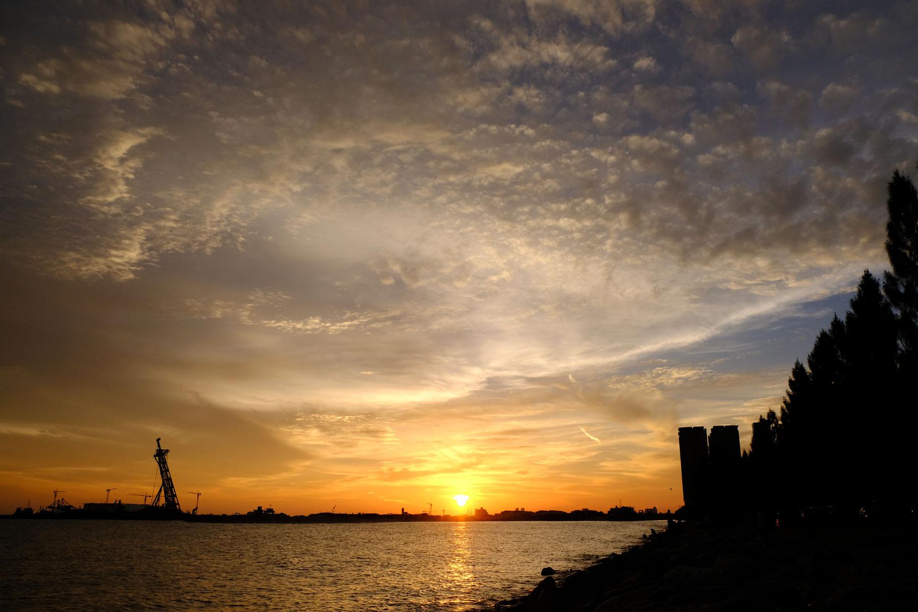 Meerufer in Malakka beim Sonnenuntergang.