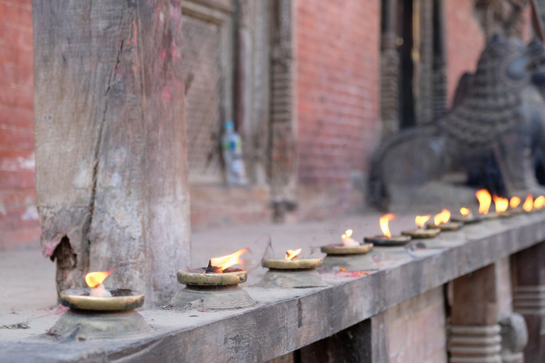 Butterlampen am Durbar Square in Patan in Kathmandu.