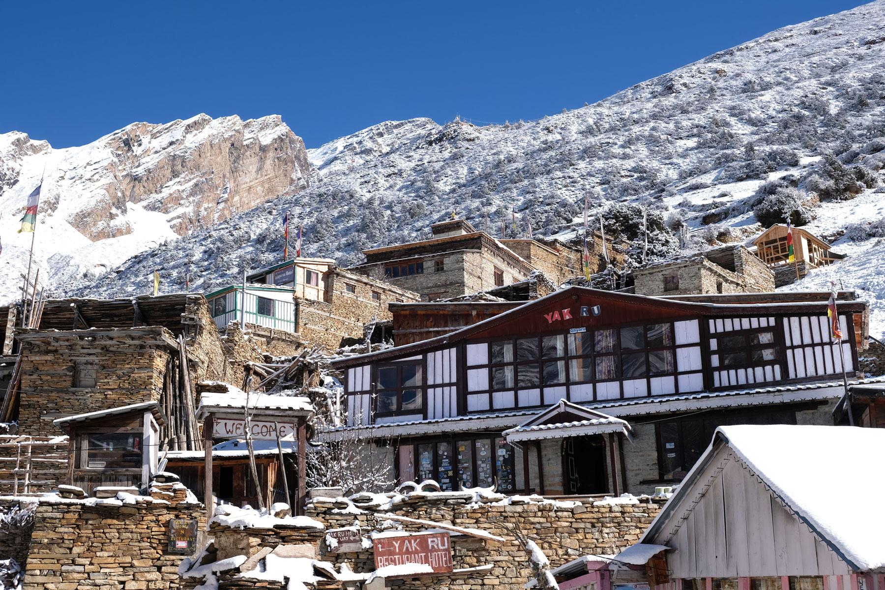 Häuser des Dorfs Ghyaru auf dem Annapurna Circuit.