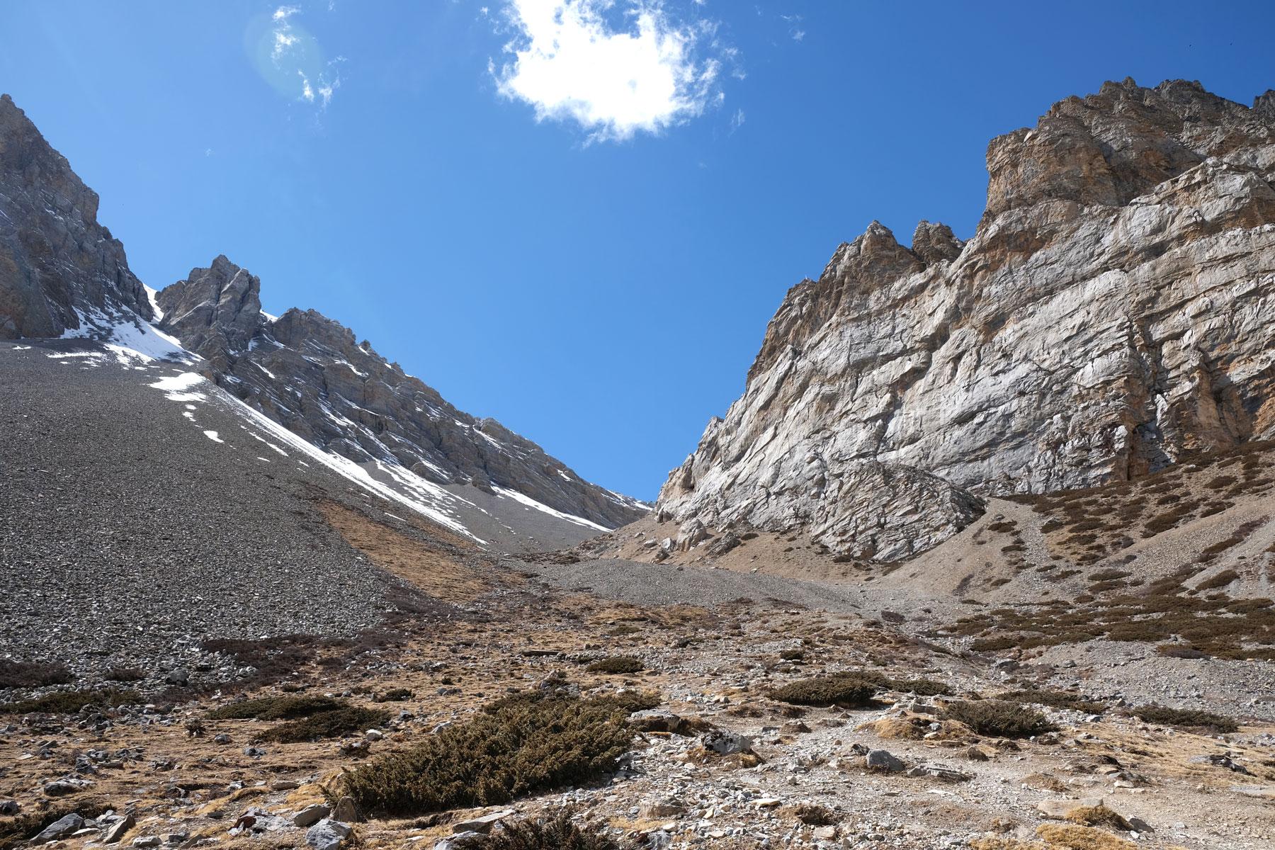 Wanderweg zum High Camp auf dem Annapurna Circuit.