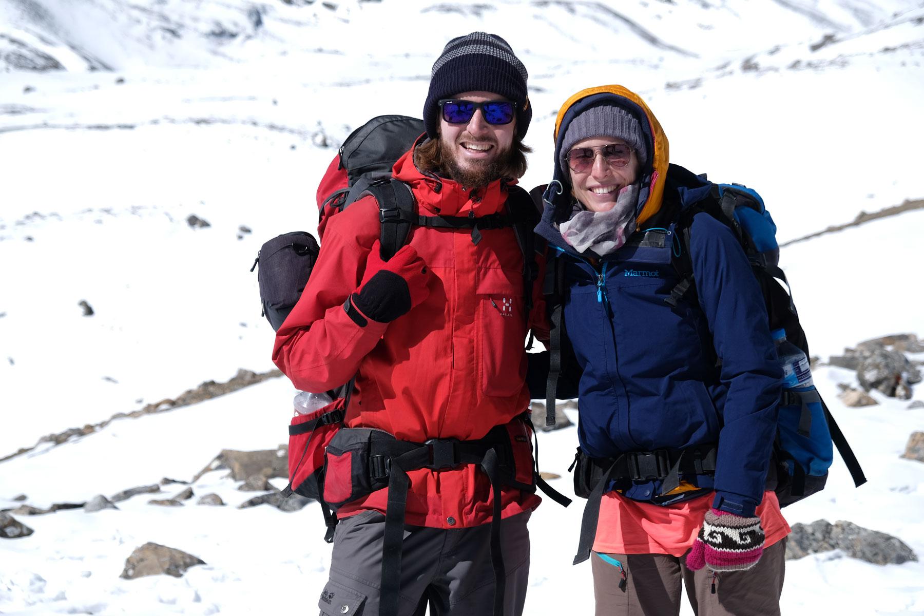 Sebastian und Leo mit Winterklamotten auf dem Annapurna Circuit.