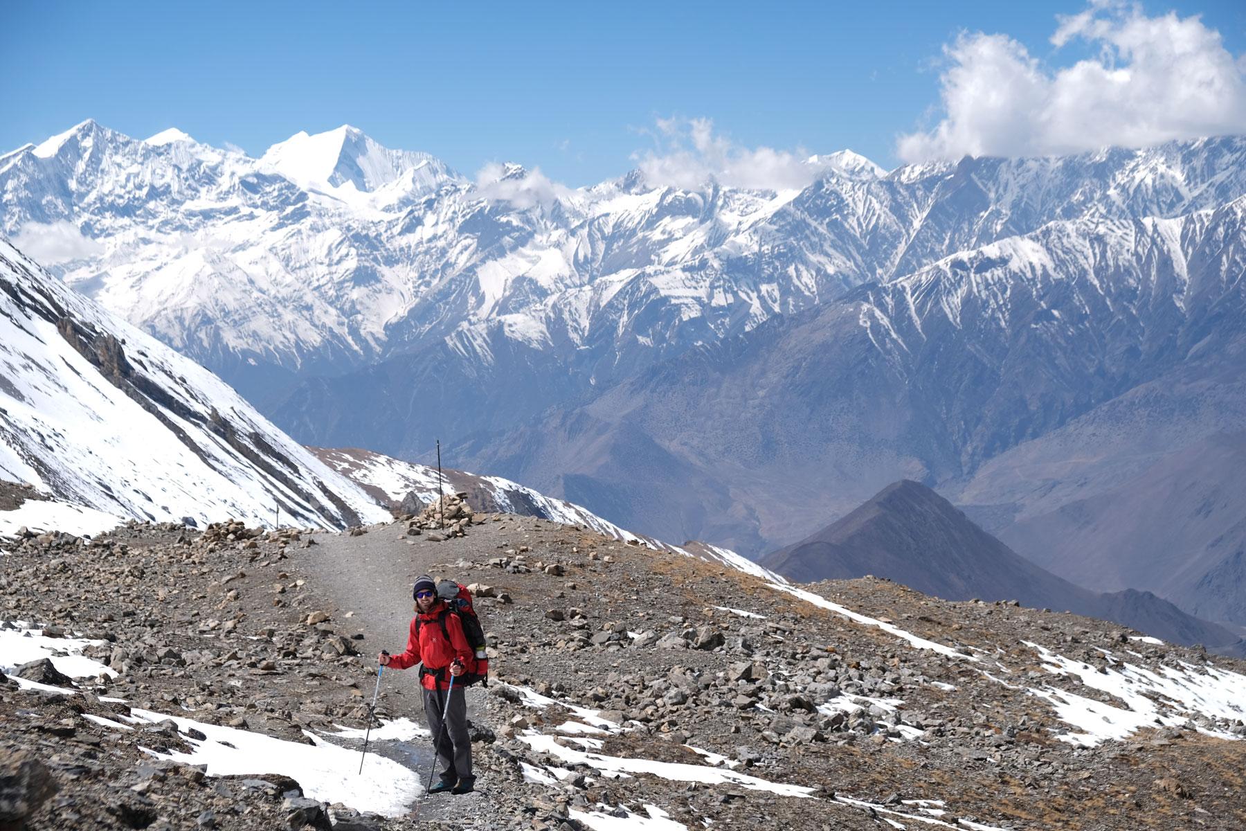 Sebastian beim Abstieg vom Thorong La Pass.