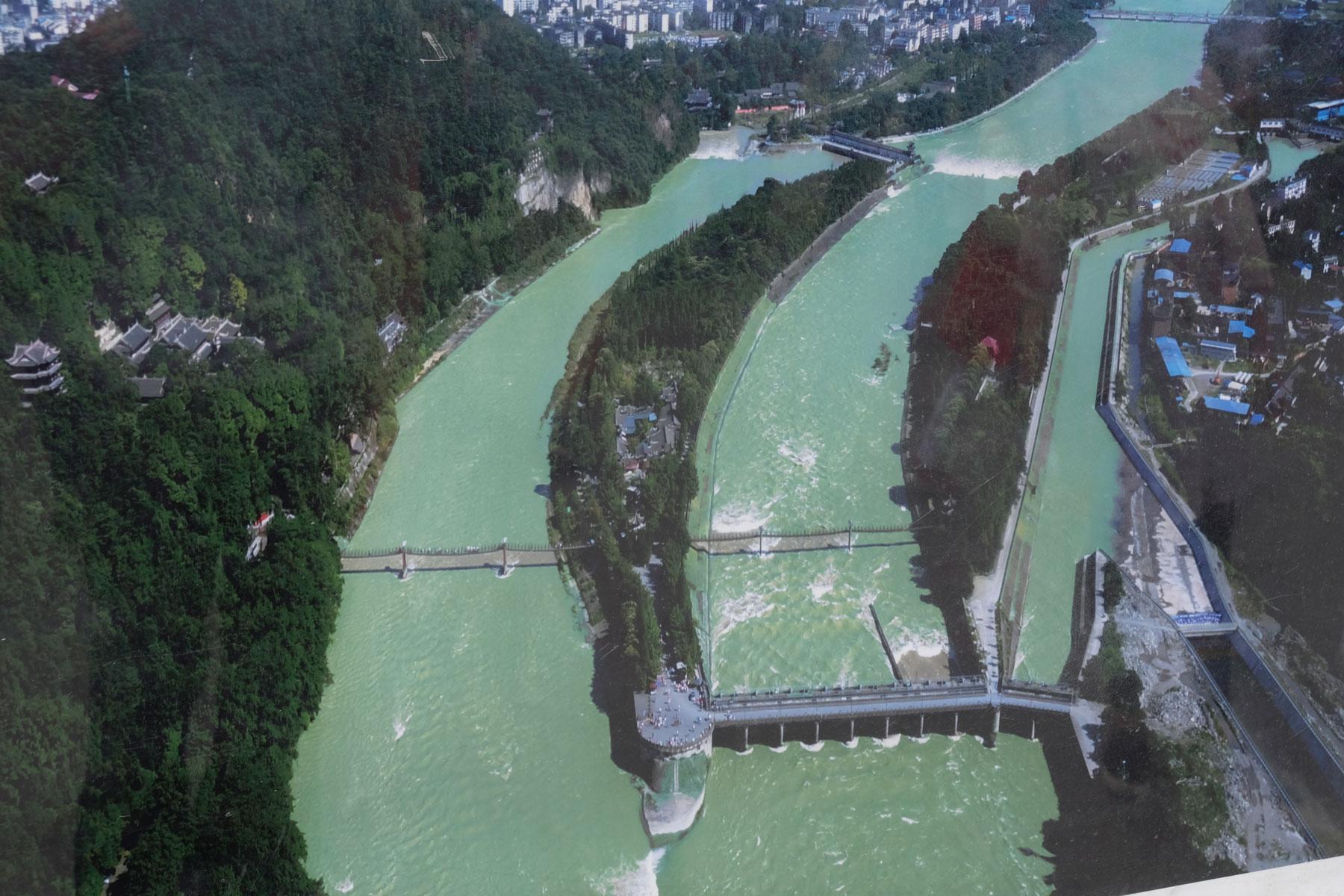 Die Flüsse des Bewässerungssystems von Dujiangyan.