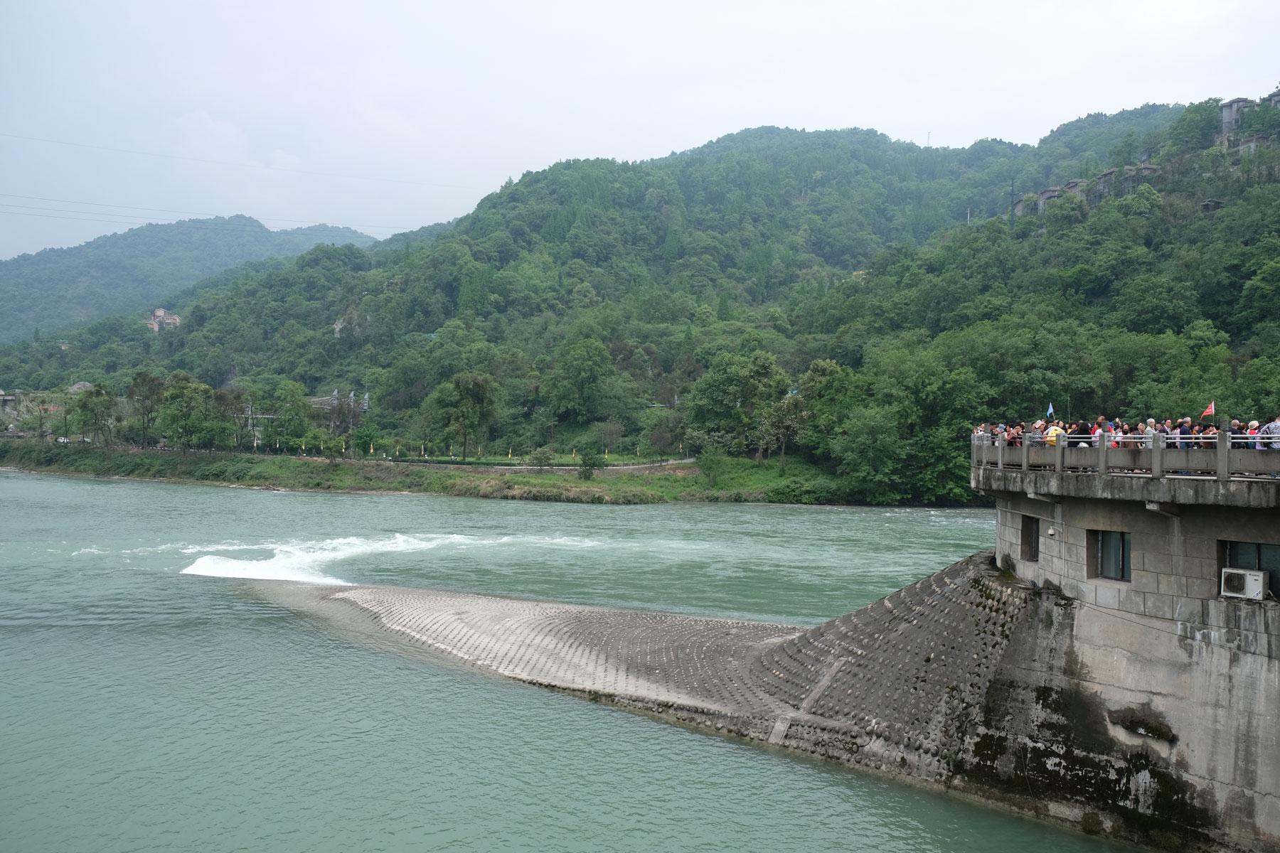Das Fischmaul des Bewässerungssystems von Dujiangyan in China.