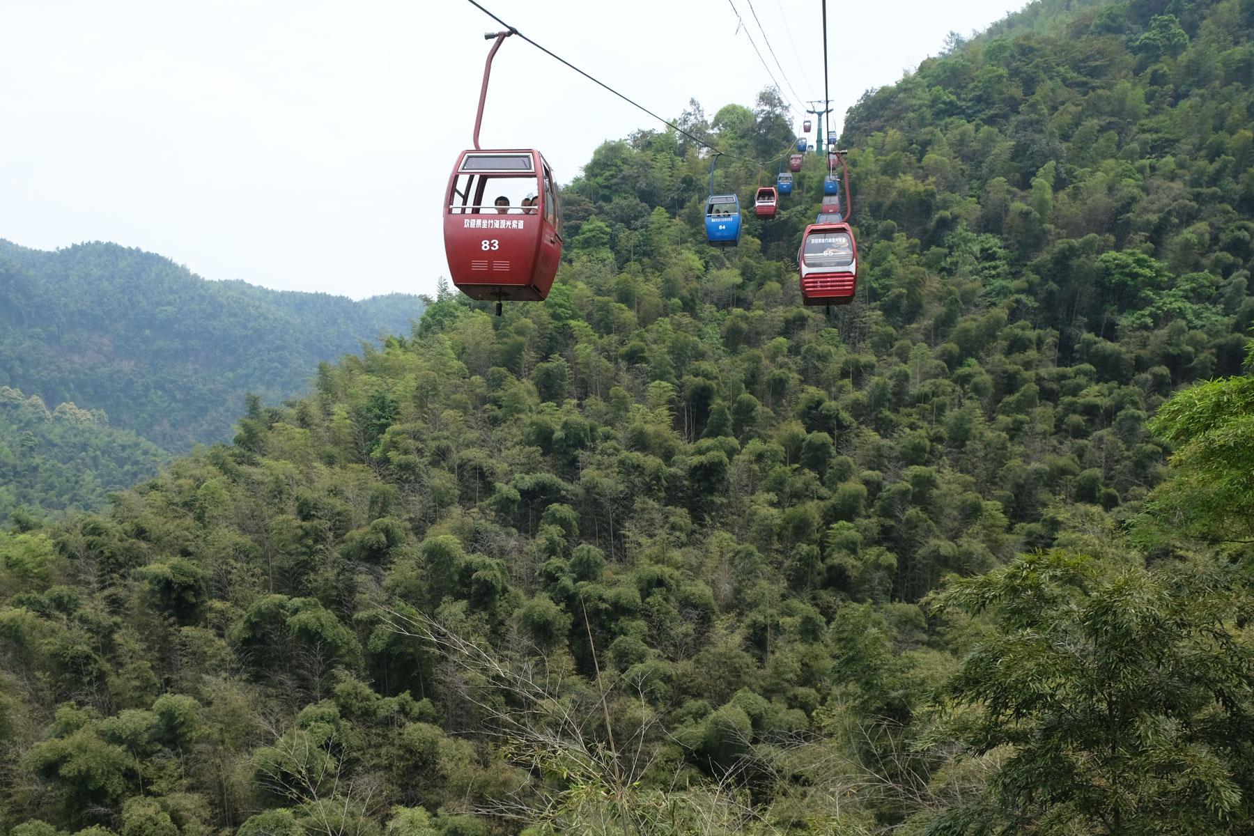 Gondelbahn über dem Bambusmeer im Shunan Zhuhai Nationalpark.
