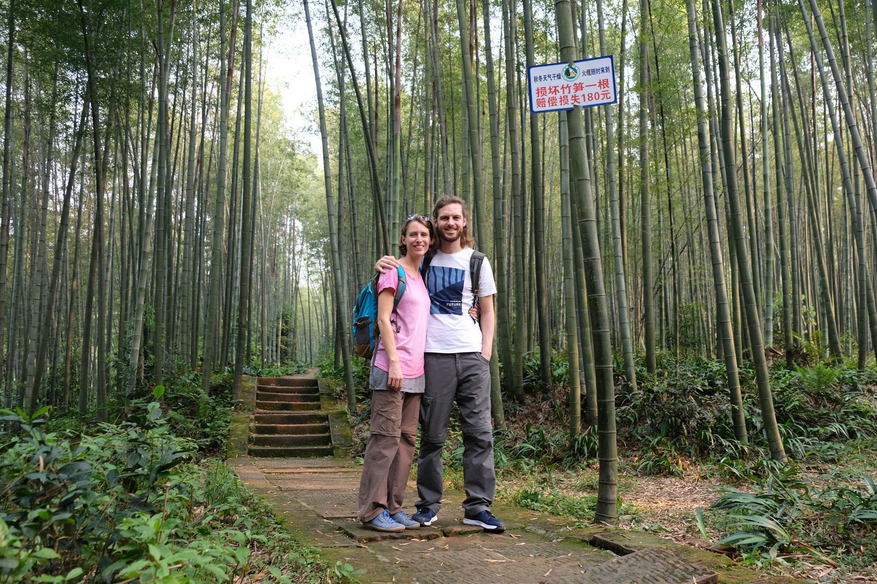 Leo und Sebastian im Bambuswald in Shunan Zhuhai Nationalpark in Sichuan.
