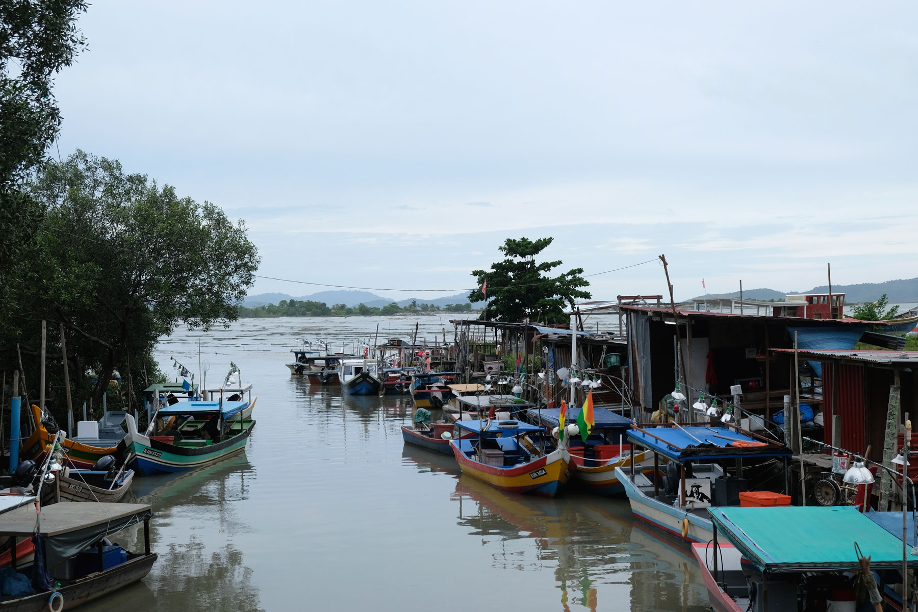 Fischerboote in Kuala Teriang.