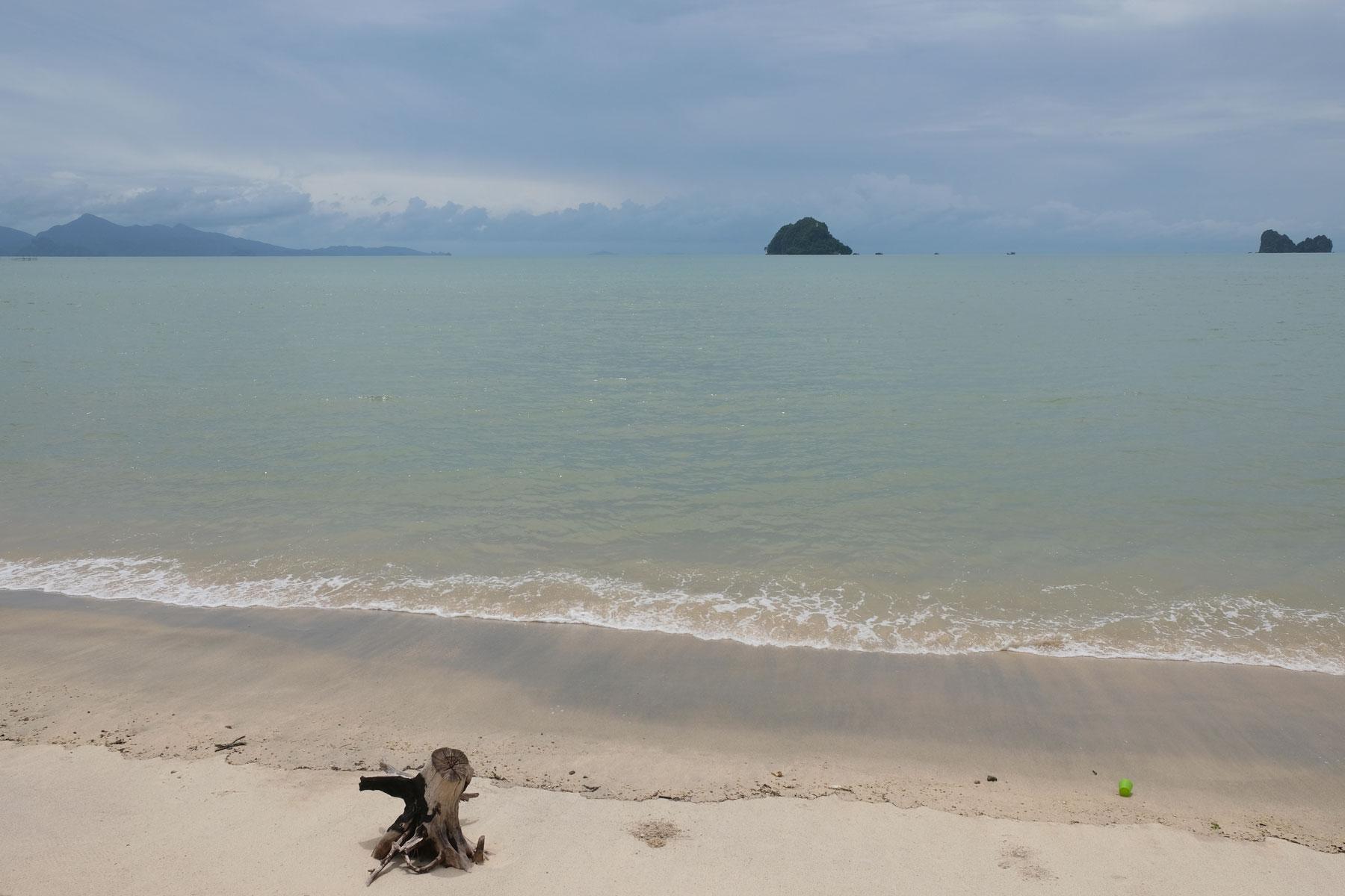 Der Strand von Pantai Tanjung Rhu auf Langkawi.