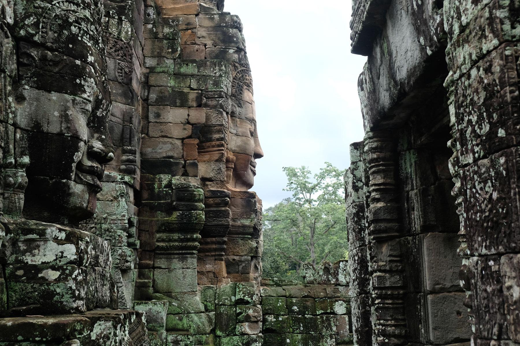 Ein Steingesicht im Tempen Bayon in Angkor Wat.