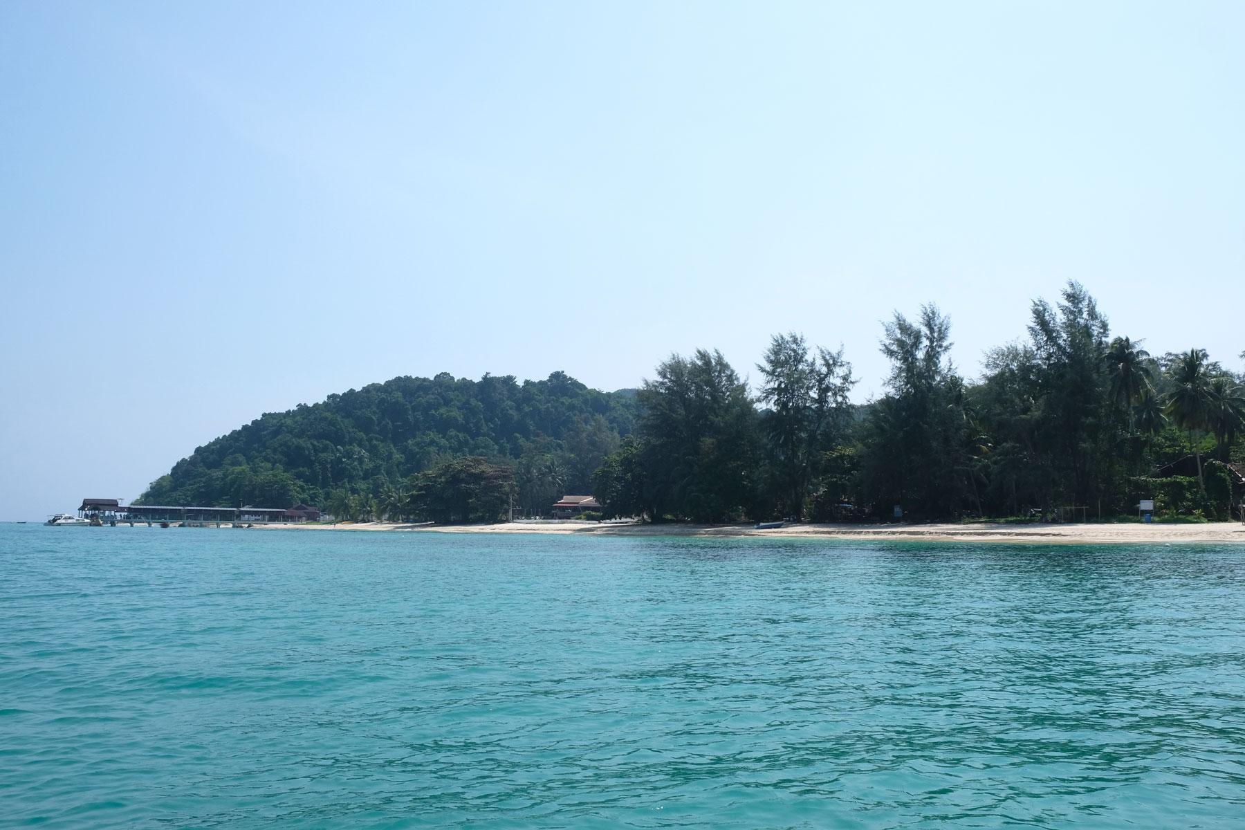 Die Insel Kapas erhebt sich aus dem Meer