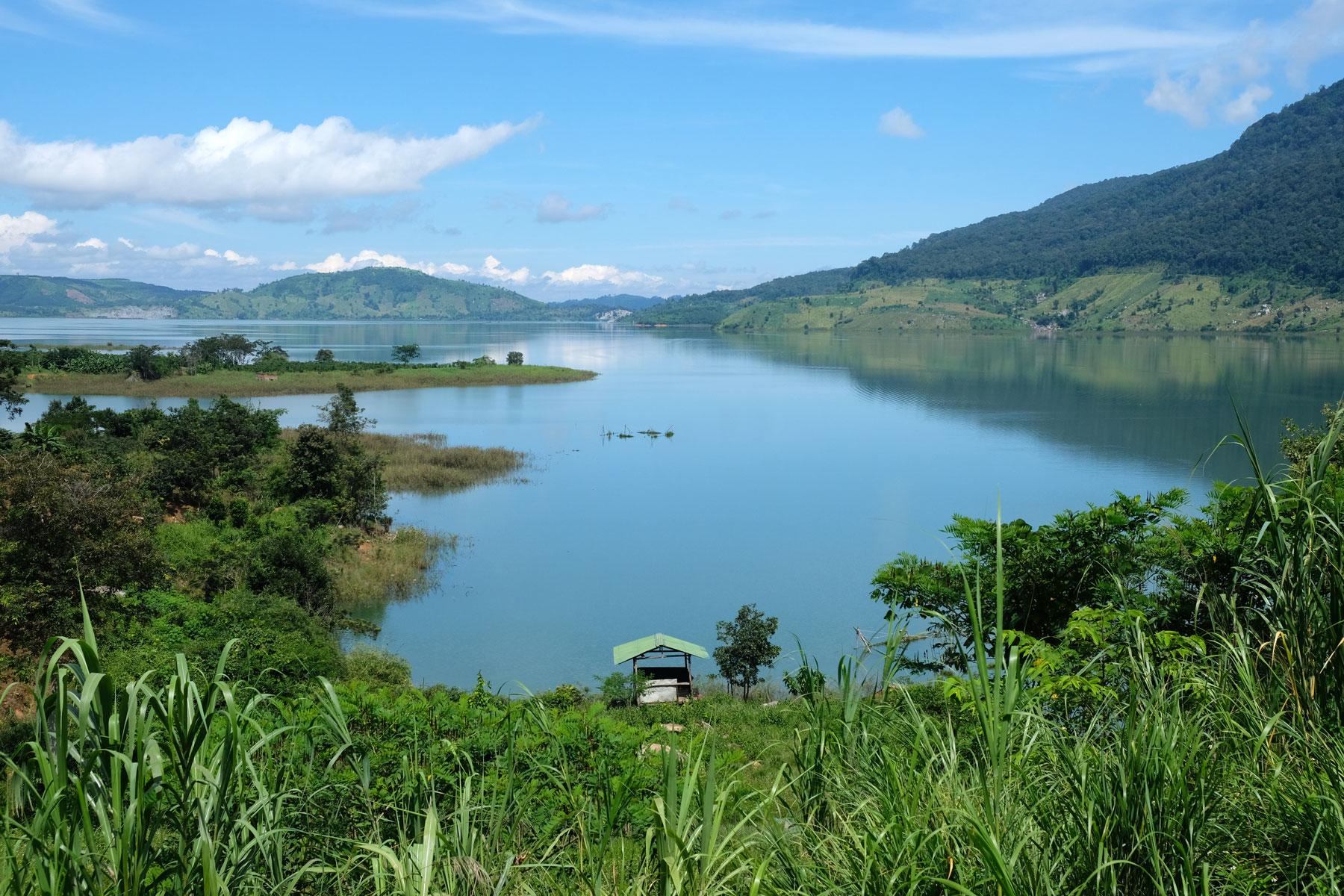 Das Buôn Tha Sra Reservoir im Hochland Vietnams.