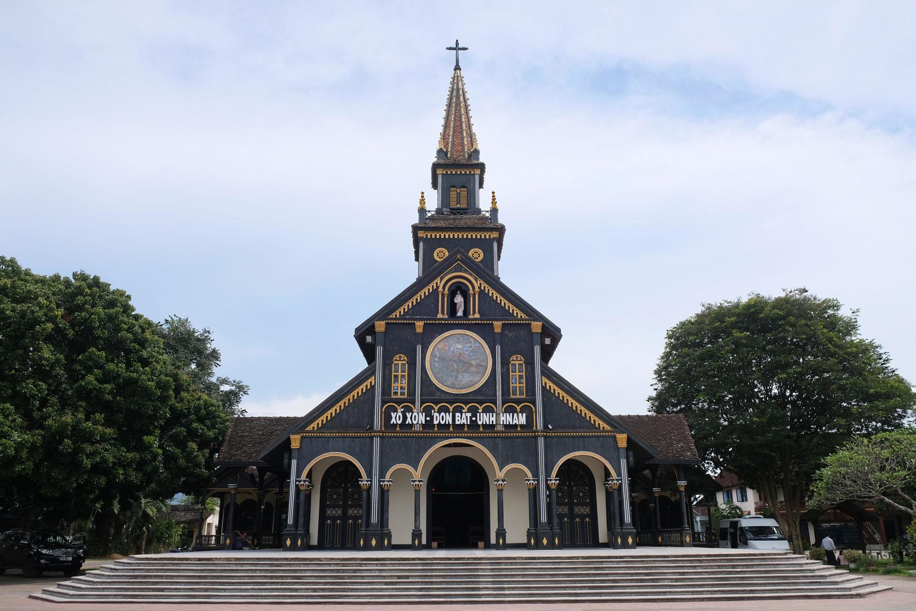 Die Holzkirche von Kon Tum in Vietnam