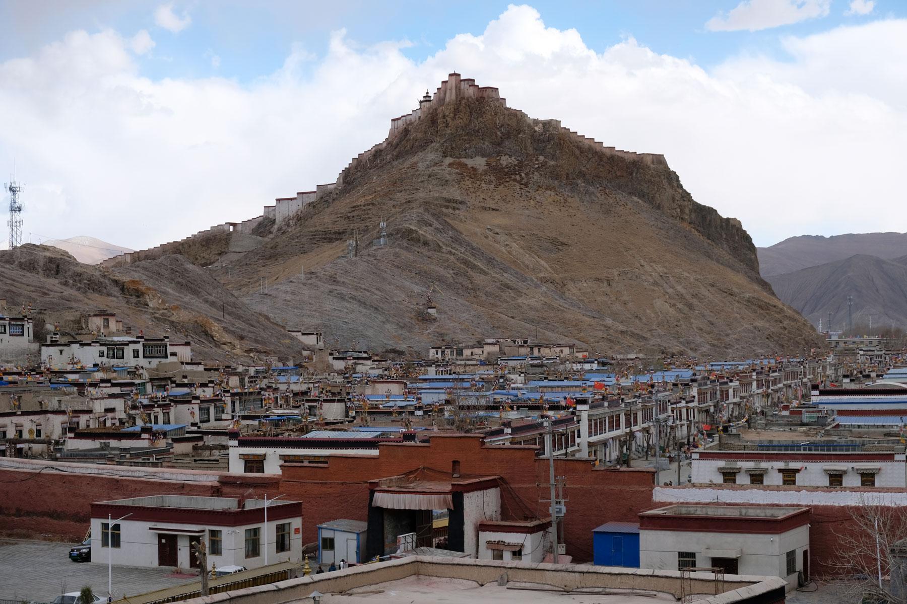 Blick auf die Stadt Gyantse in Tibet.