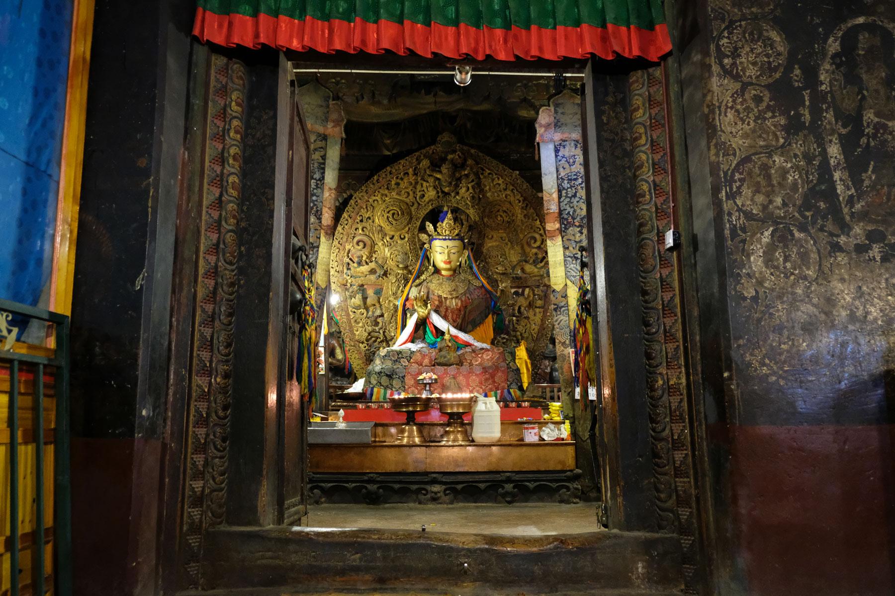 Ein goldener Buddha im Kloster Phalkor oder Balkor in Gyantse in Tibet.