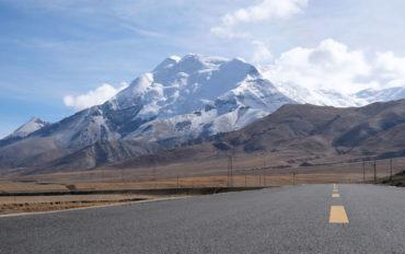 Über den Friendship Highway fahren wir durch den Himalaya von Kathmandu in Nepal nach Lhasa in Tibet.