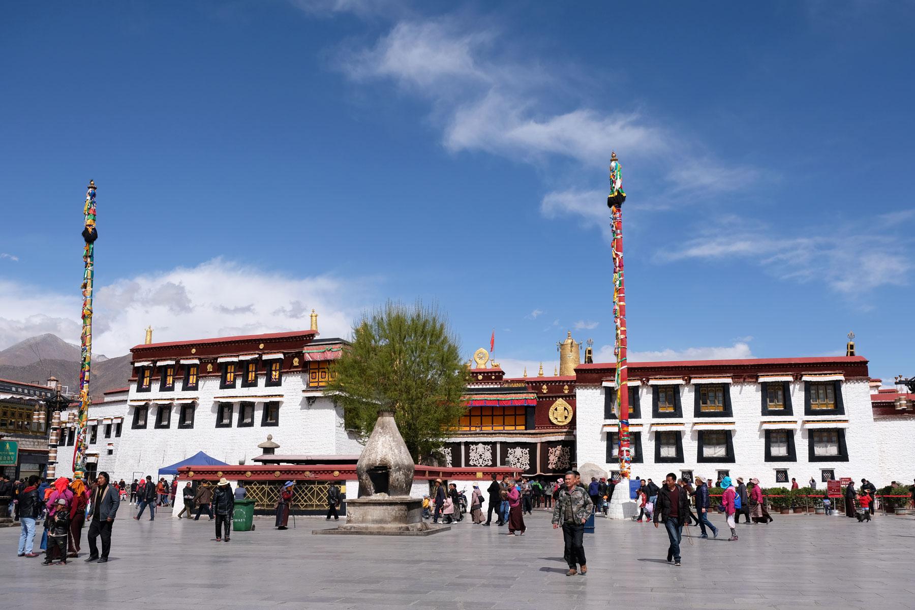 Der Jokhang-Tempel ist das bedeutenste Heiligtum im Zentrum Lhasas in Tibet.