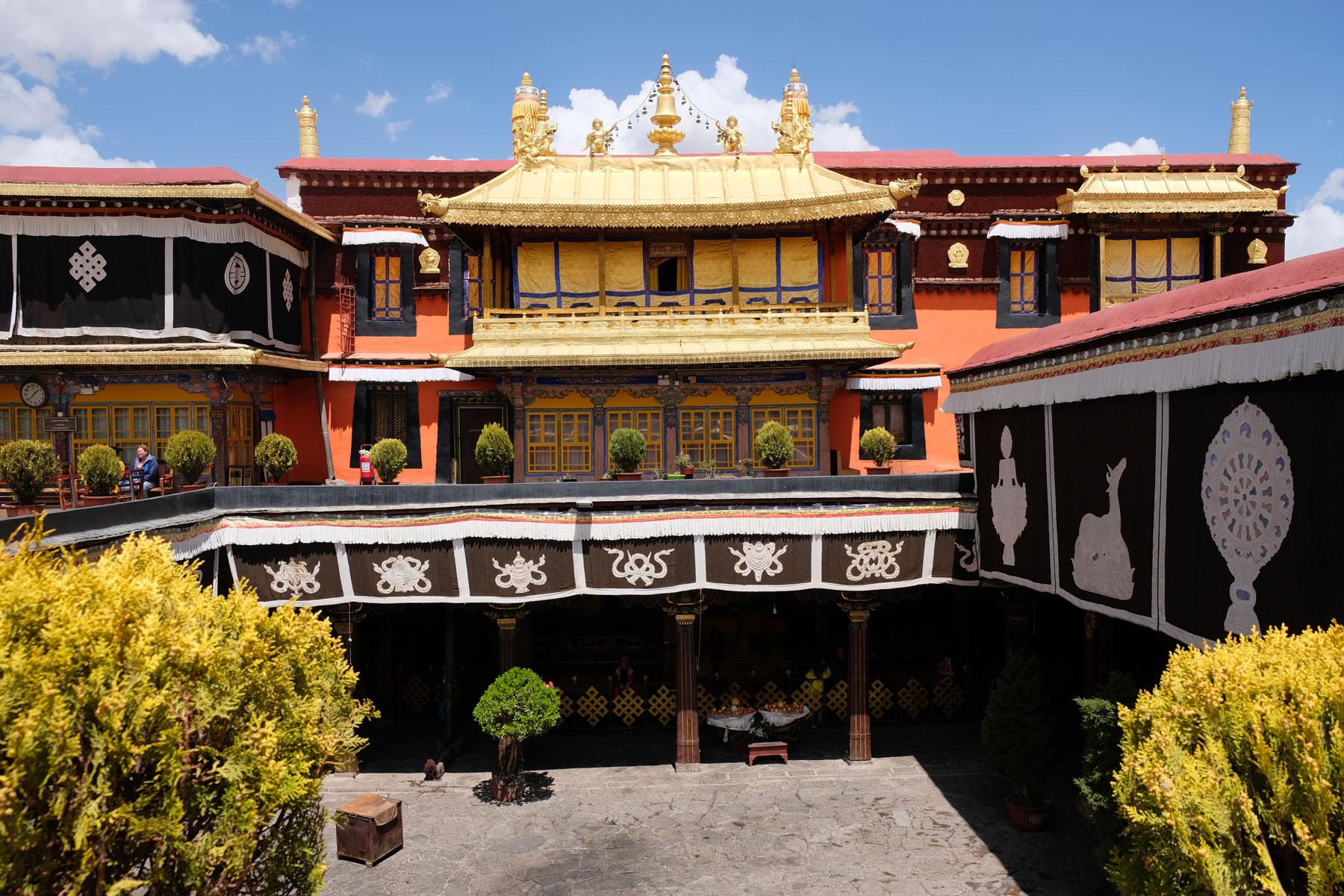 Der Jokhang ist das bedeutenste Heiligtum in der Altstadt Lhasas.