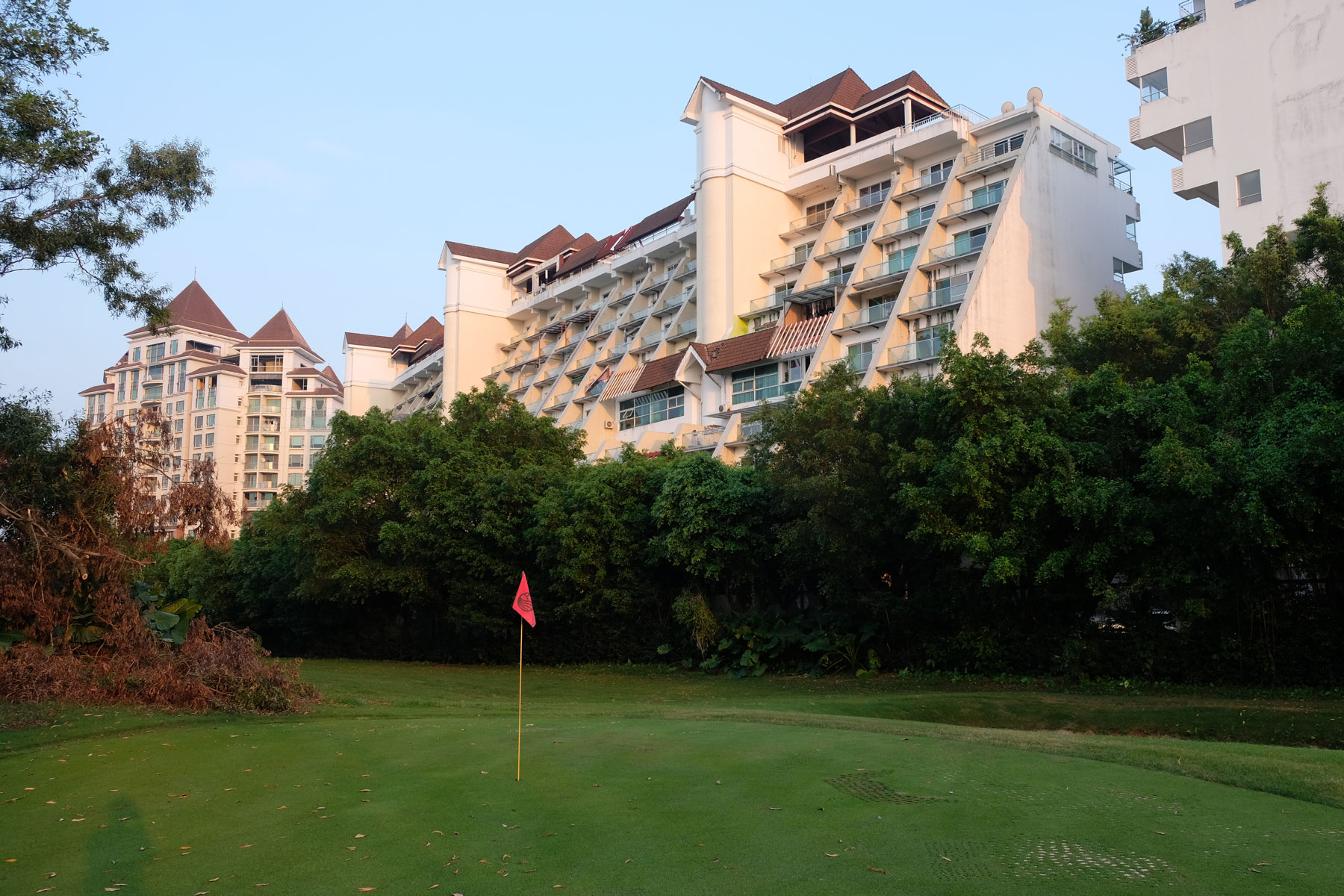 House Sitting machen wir in Shenzhen in China mitten auf dem Golfplatz.