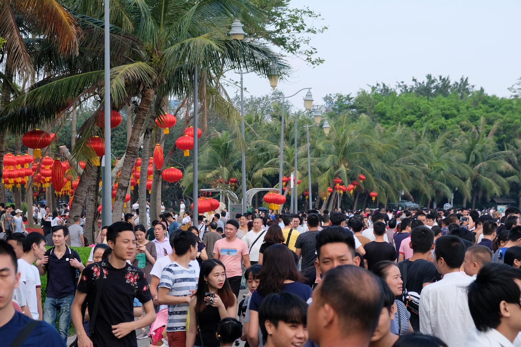 Hunderte Menschen nutzen den chinesischen Nationalfeiertag für einen Ausflug.