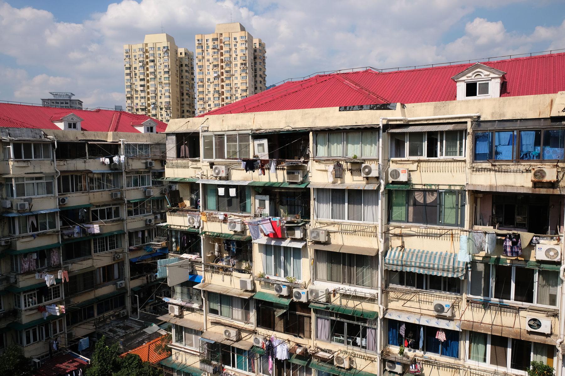 In einer typischen älteren Wohnanlage Shanghais wohnen unsere Couchsurfing-Gastgeber Hailey und Narayan.