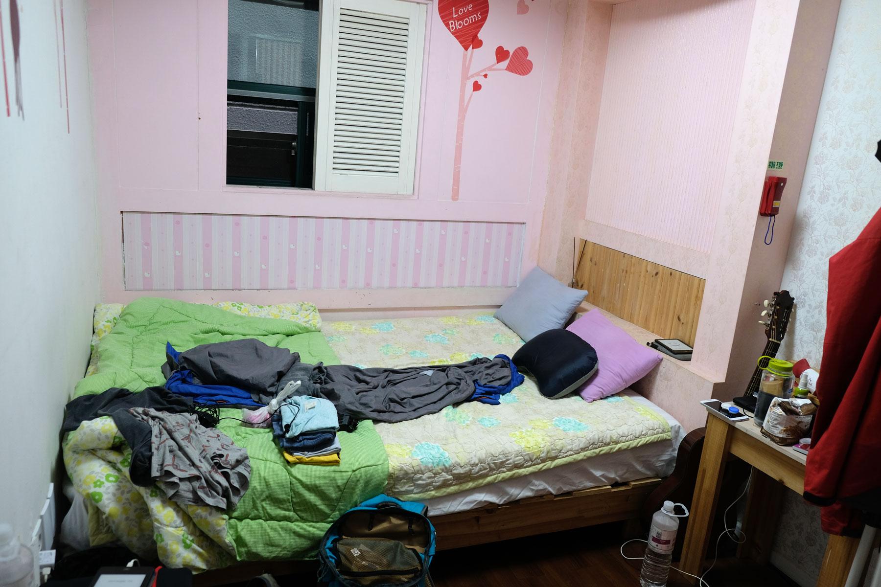 Unser kleines Zimmer im Hostel in Seoul.