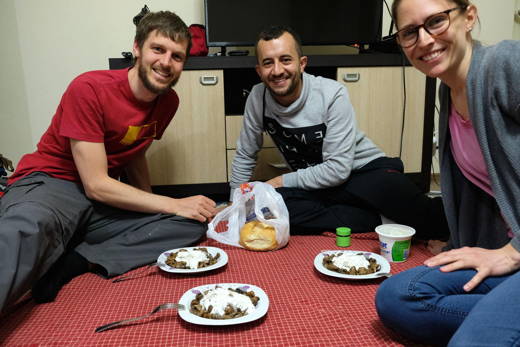 Sebastian und Leo machen in der Türkei Couchsurfing bei Fati aus Sinop.